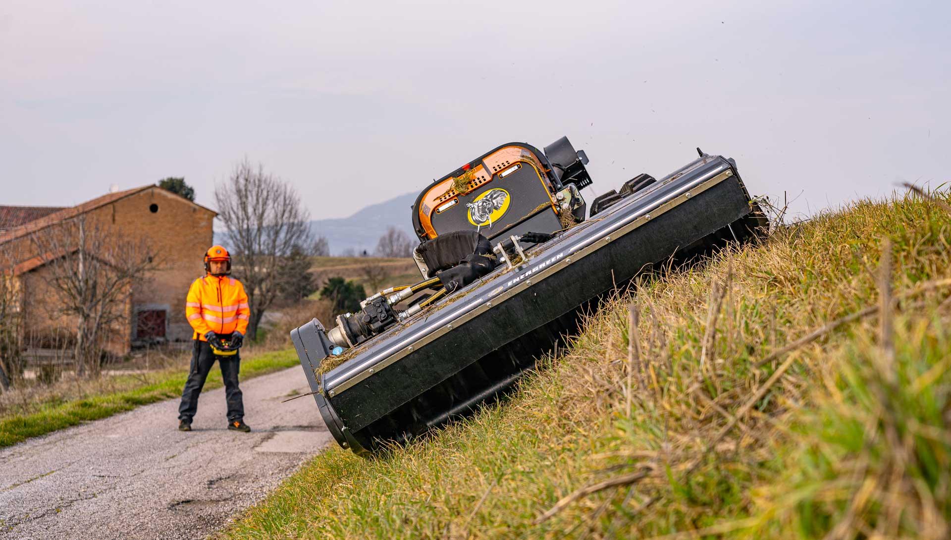 slide - robomidi - head 155 - mulcher - sicherheit - energreen germany - die technik fur die profis in der grunpflege